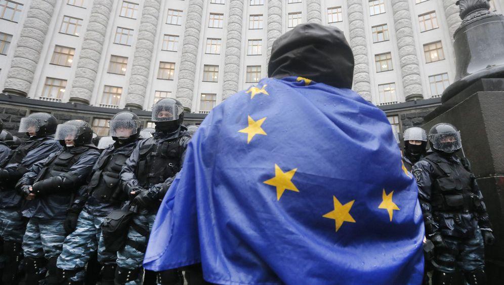 Photo Gallery: Russia's Ukraine Power Play