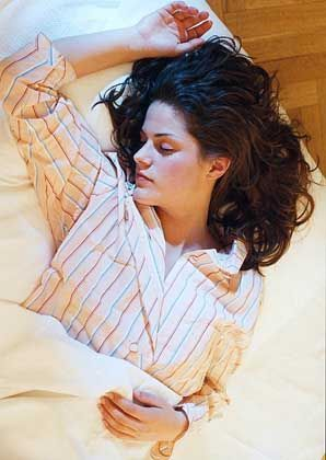 Schlafende: Rund 3000 Stunden im Jahr verbringt der Mensch im Bett - warum er dabei träumt, fangen Forscher erst an zu ergründen