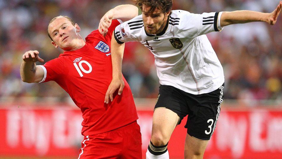 Nationalspieler Friedrich (r.) gegen Englands Rooney: Starke Leistungen bei der WM