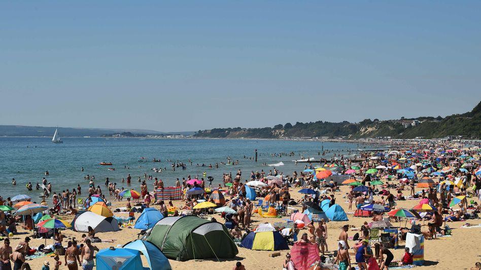 Als wäre nichts gewesen: Szene am Strand von Bournemouth