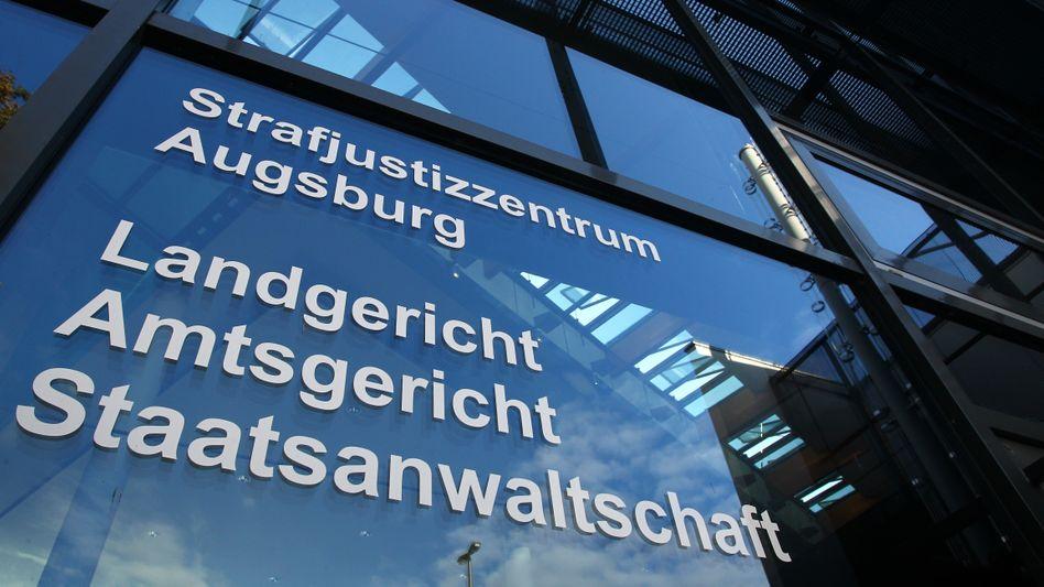 Landgericht Augsburg: Korrekter Vertretungsvermerk, aber nicht abgezeichnet