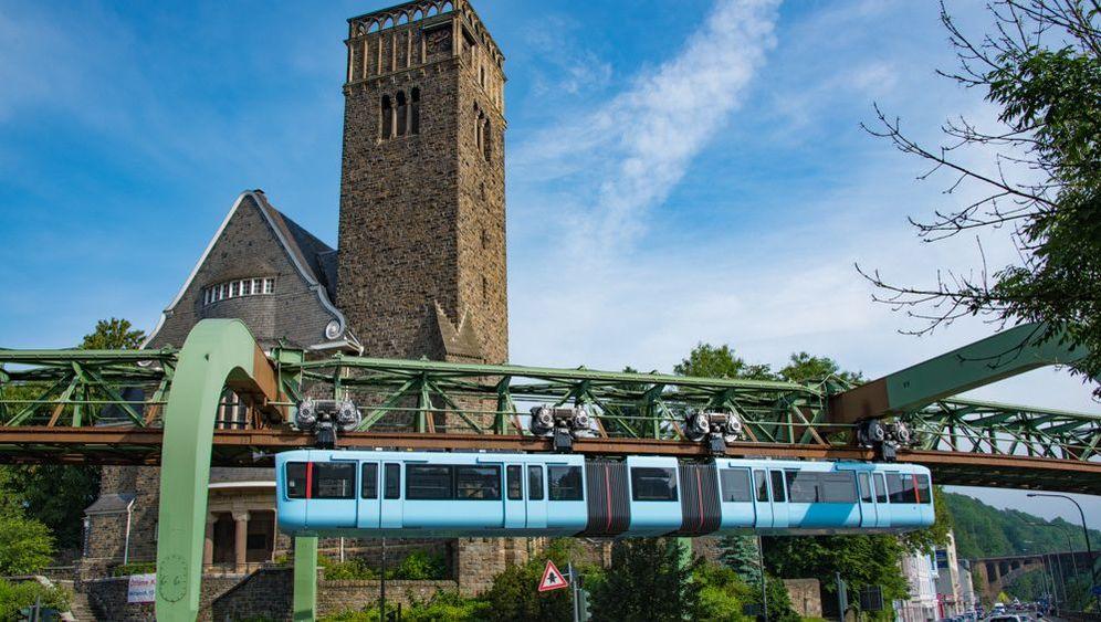Wuppertaler Schwebebahn: Alte Dame mit neuen Wagen