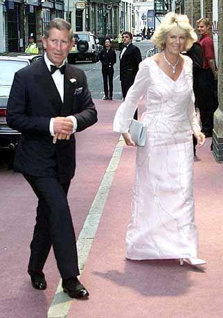 Juni 2000: In der Öffentlichkeit zeigt sich der Prinz von Wales meist auf Distanz zu Freundin Parker Bowles