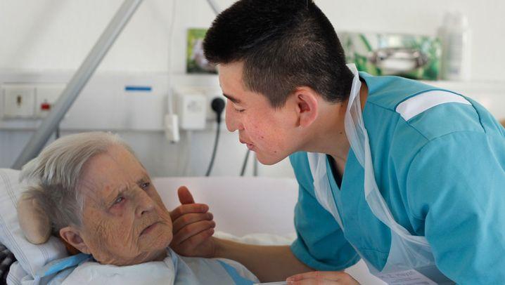 Pflegeberuf: Hände, zart wie Seidenpapier