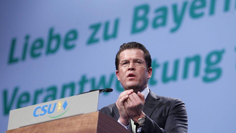 """Ex-CSU-Star Guttenberg: """"Die Nabelschnur zu seiner Partei am Leben halten"""""""