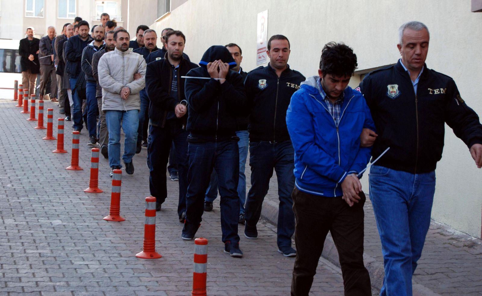 TOPSHOT-TURKEY-POLITICS-ARREST-GULEN