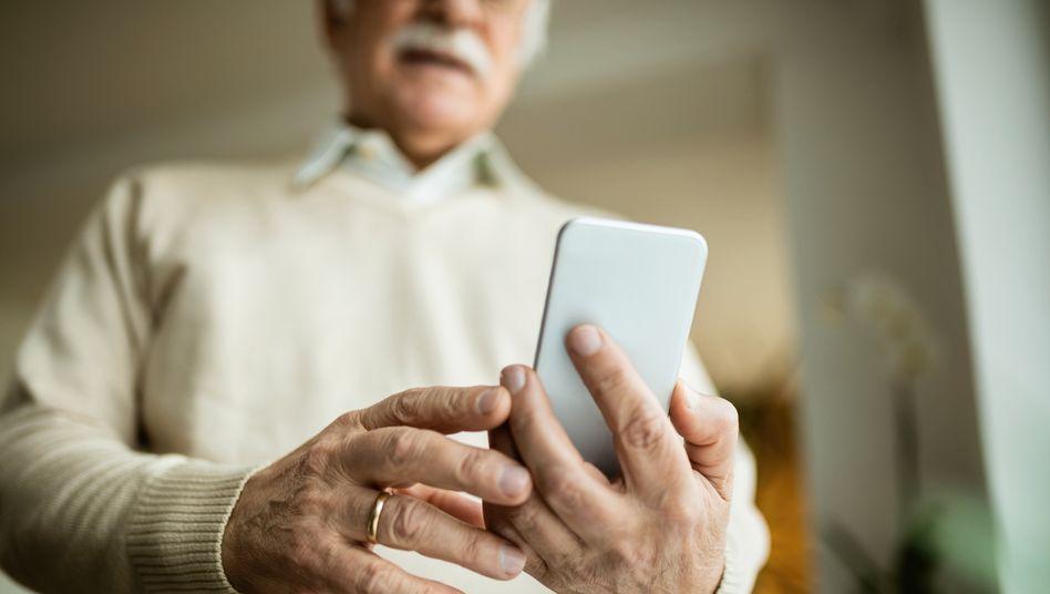 Seniorenhandys: Mittelding zwischen Notfallhandys und normalen Handys