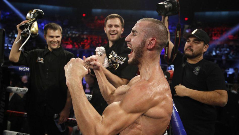 Boxer Maxim Dadaschew, hier nach einem Sieg 2018
