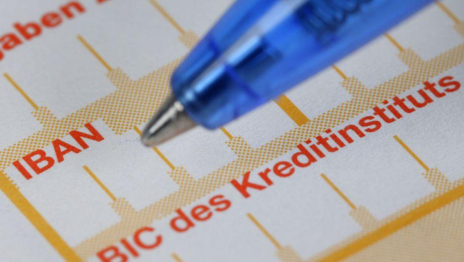 Bankformular: Zwei Euro für jede handgeschriebene Überweisung