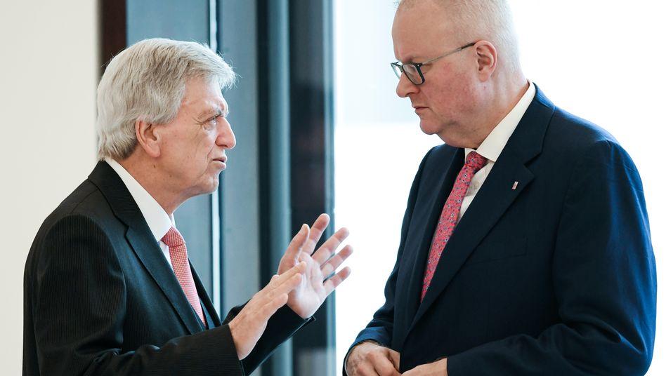Parteifreunde in Hessen: Regierungschef Volker Bouffier (CDU, l.) und Finanzminister Thomas Schäfer