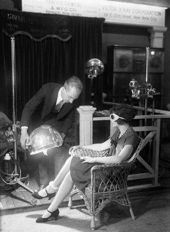 Warme Füße: Ein früher Vorläufer von Wolffs Sonnenbank auf einer Ausstellung in New York im Jahr 1925.
