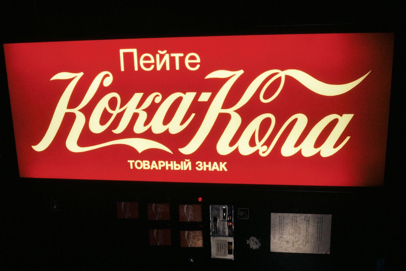 Pepsi Kriegsflotte - Europa. Coca-Cola. Soda Fountain In Moscow, Russia -