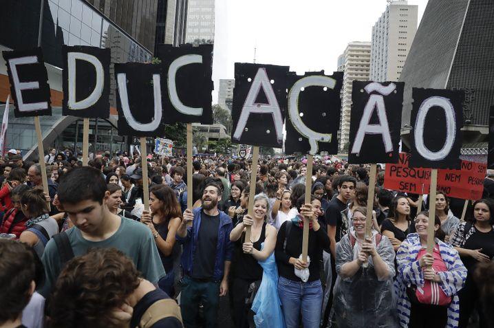 São Paulo: Demonstranten protestieren gegen Kürzung des Bildungsbudgets