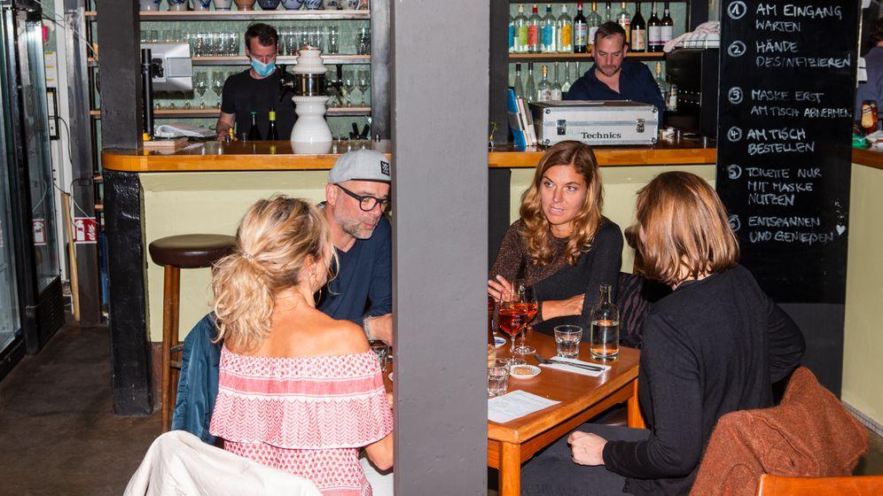 Gäste im Hamburger Restaurant Krug