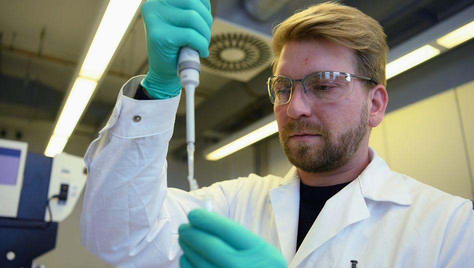 CureVac-Mitarbeiter im Labor: angeblich doch kein Übernahmeangebot aus den USA