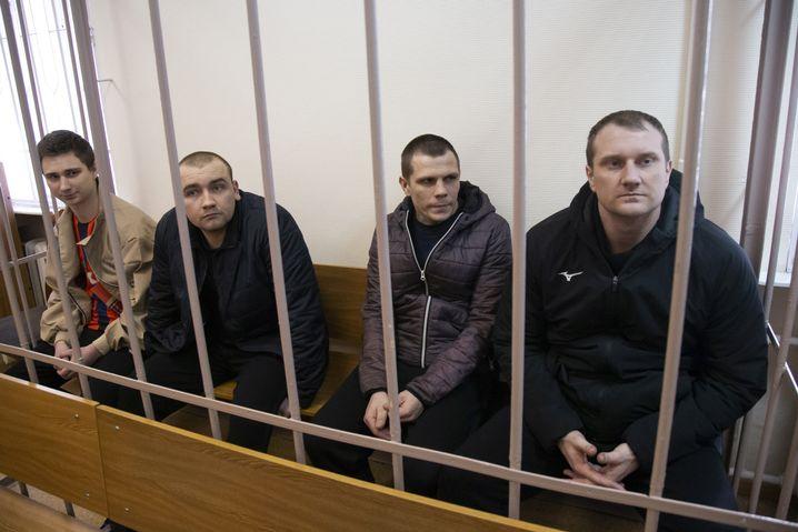 Im Gerichtssaal in Moskau: Ukrainische Marinesoldaten, die vor der Meerenge von Kertsch von russischen Grenzern festgenommen wurden