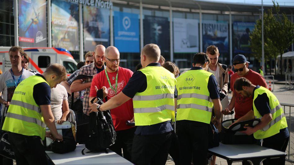 Security-Mitarbeiter bei einer Messe in Köln (Archivbild)