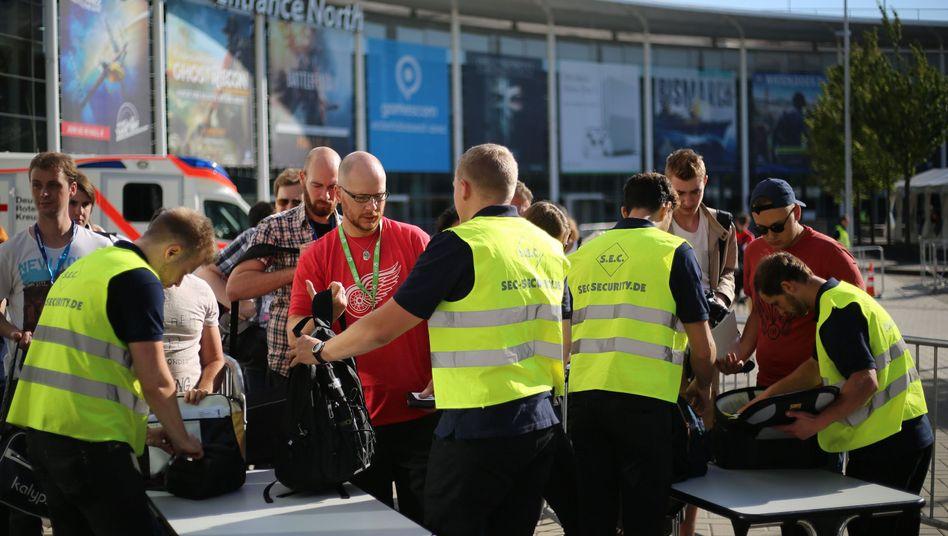 Löhne bei Sicherheitsdiensten (hier auf der Messe Gamescom) stiegen 2017 überdurchschnittlich