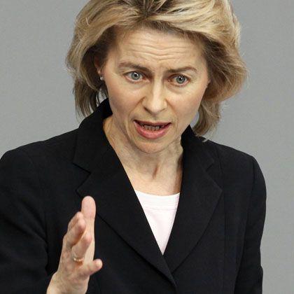 Familienministerin Ursula von der Leyen (CDU) stemmt sich gegen ihre politischen Widersacher