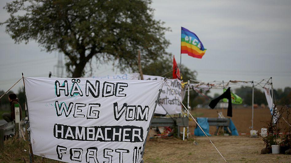 Protestcamp am Rand des Hambacher Forsts