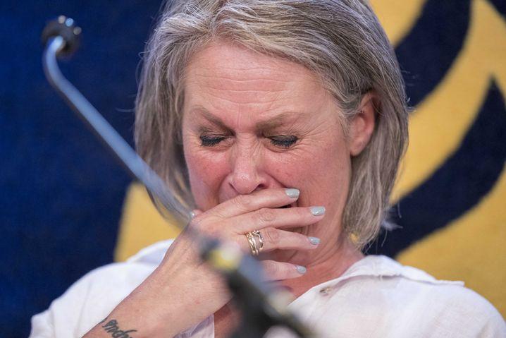 Die Mutter des ermordeten Jungen auf der Pressekonferenz in Maastricht