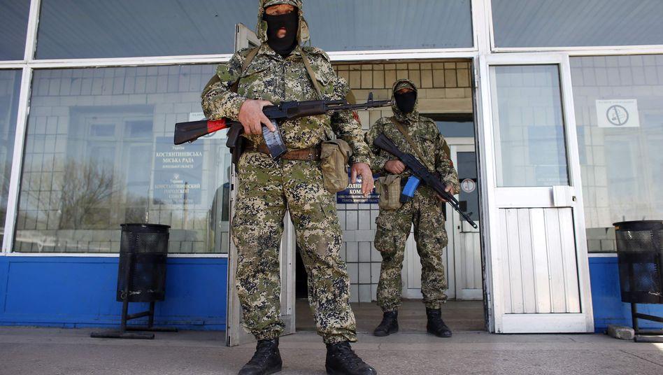 Prorussische Kämpfer in Kostjantyniwka: Rathaus unter Kontrolle