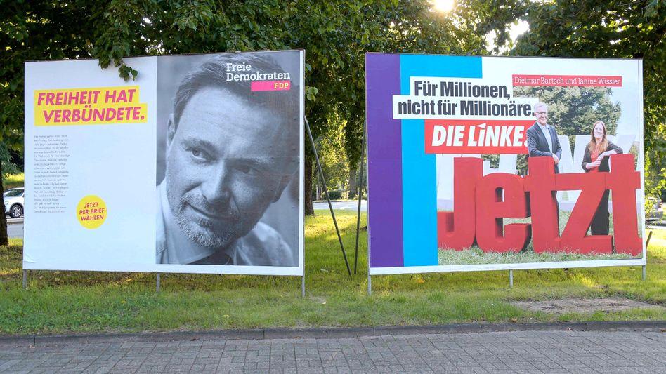 Wahlplakate der FDP und der Linken