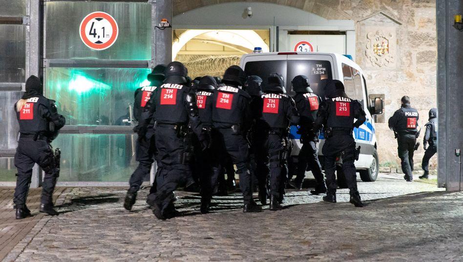 Polizeieinsatz in der Justizvollzugsanstalt Untermaßfeld