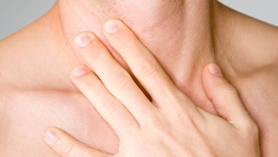 Halsschmerzen: Wenn das Immunsystem gegen Viren kämpft, sind durchblutungssteigernde Maßnahmen oft besser