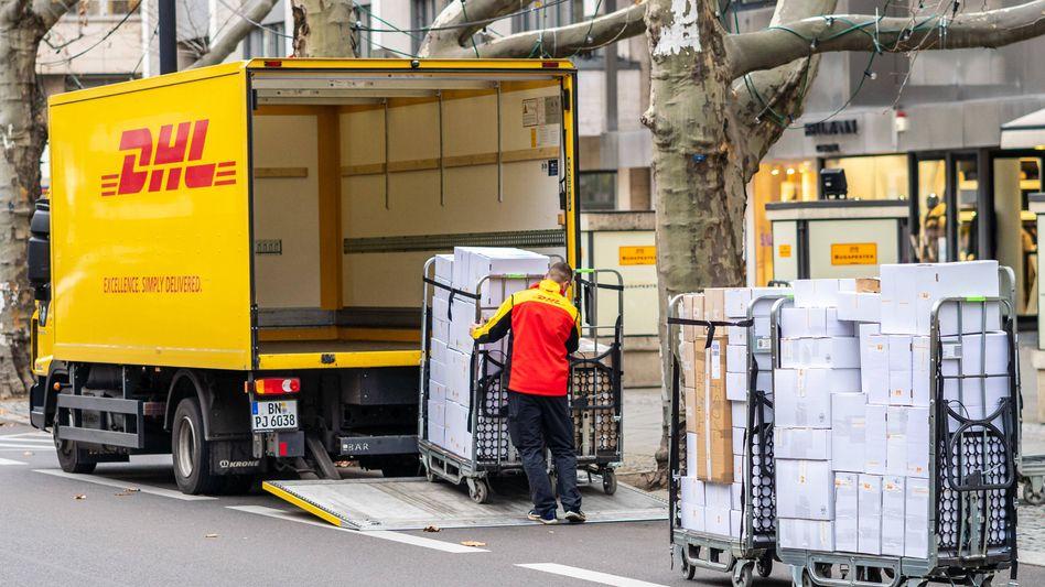 Die Post rekrutierte für das Weihnachtsgeschäft laut dem Vorstandsvorsitzenden Frank Appel 10.000 zusätzliche Mitarbeiter in Deutschland