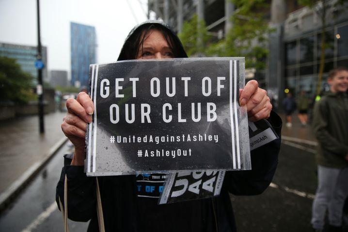 Newcastle-Anhängerin: Protest gegen Besitzer Mike Ashley