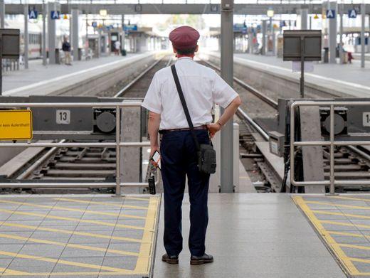 Ab Donnerstag wieder: Leere Gleise in deutschen Bahnhöfen (hier in München)