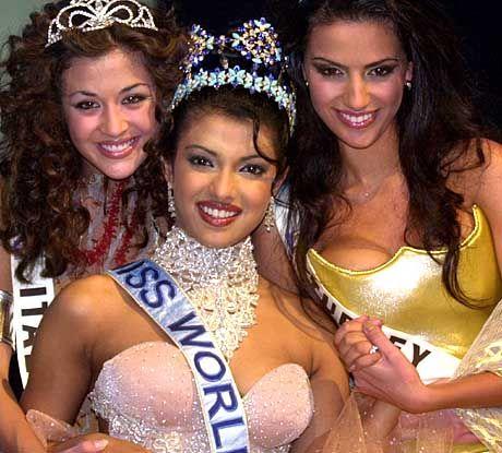 Die drei Schönsten: Gewinnerin Priyanka Chopra (Mitte) mit der Italienerin Giorgia Palmas (Links) und der Türkin Yuksel Ak (Rechts)