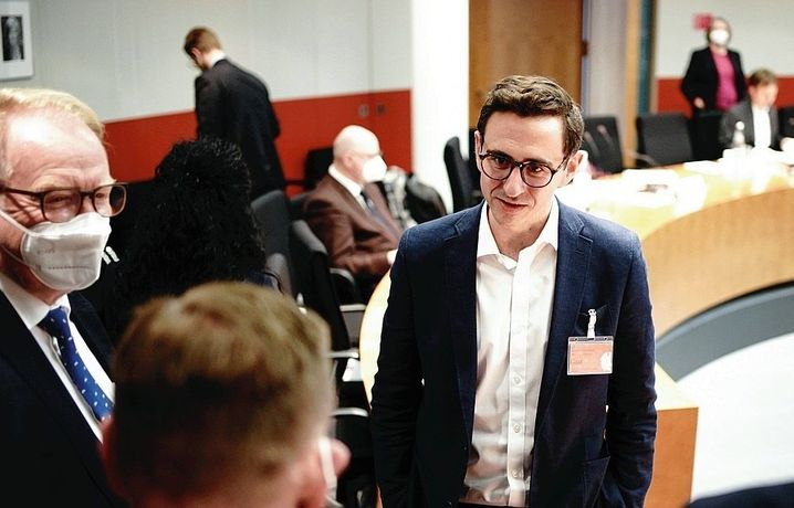 Financial Time newsman  Dan McCrum appears astatine  a league   of the parliamentary committee   investigating Wirecard successful  Belin successful  2020
