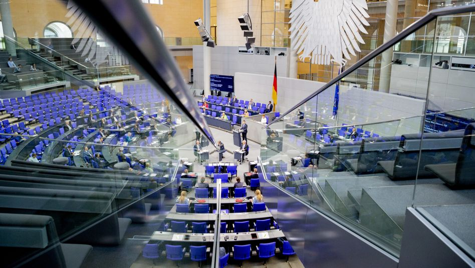 Blick auf den Plenumssaal im Bundesag: Zu wenig Transparenz