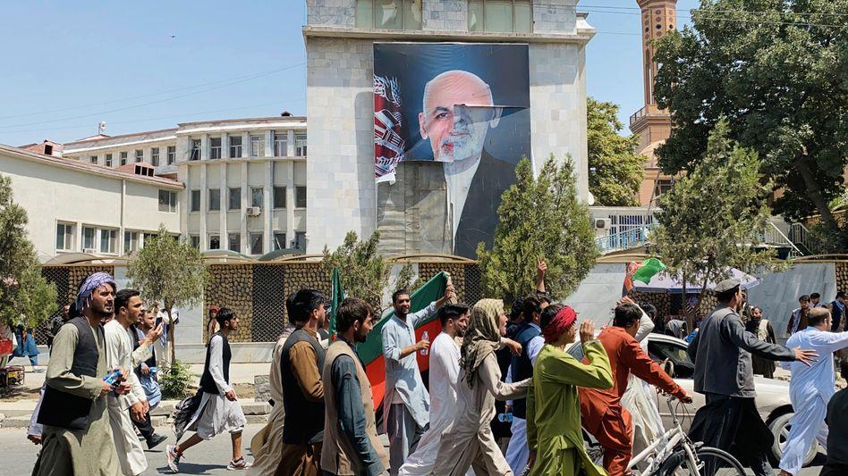 Plakat von Ashraf Ghani in Kabul: Hacker verantwortlich?