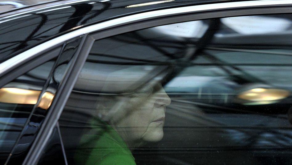 Merkel in ihrer Dienstlimousine (Archivbild): Schrecksekunde in Brandenburg