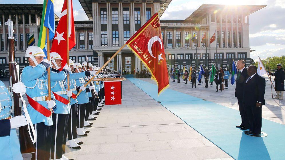 Erdogan: 1000 Zimmer, schwarzer Bau
