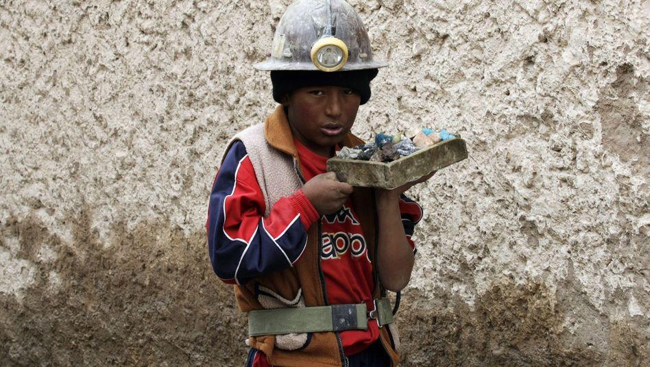 Arbeitendes Kind in der Bergwerksstadt Potosi: In Bolivien arbeiten fast 25 Prozent der Minderjährigen