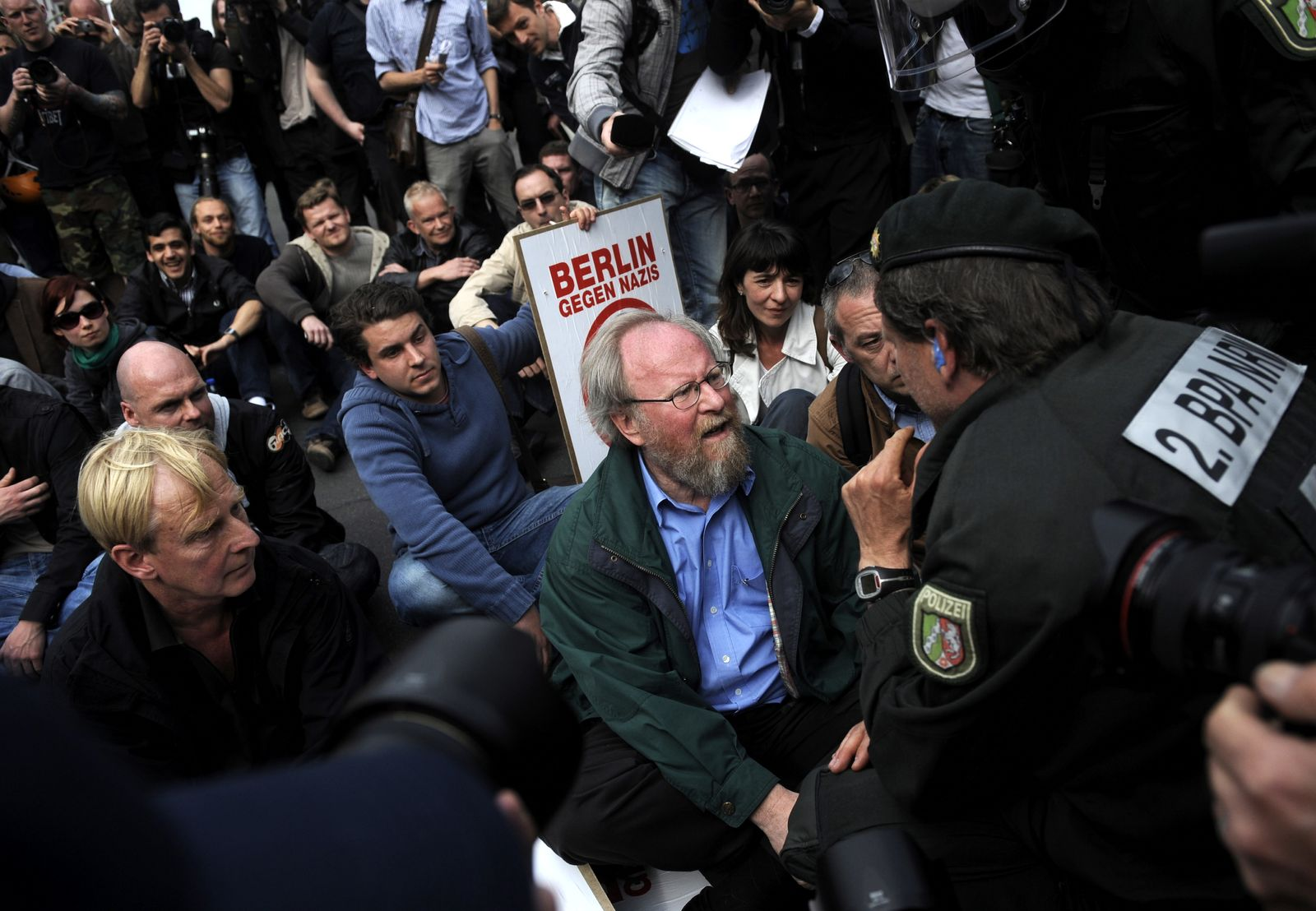 NICHT VERWENDEN Protest gegen Neonazi-Aufmarsch in Berlin