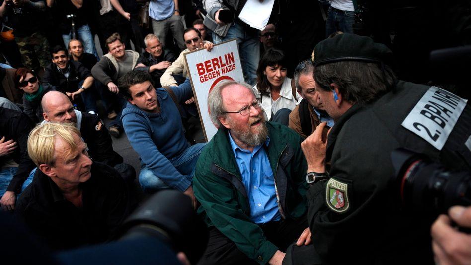 SPD-Politiker Thierse bei Sitzblockade: Keine Nötigung