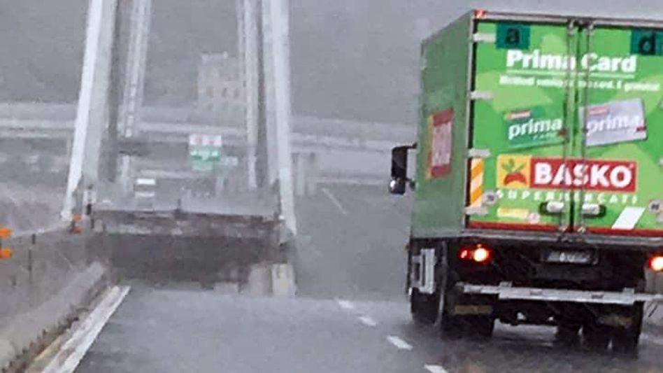 Eingestürzte Morandi Autobahnbrücke