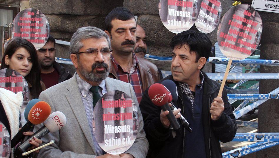 Tahir Elçi (M.): Der Menschenrechtsanwalt wurde 2015 in Diyarbakır, im Südosten der Türkei, erschossen