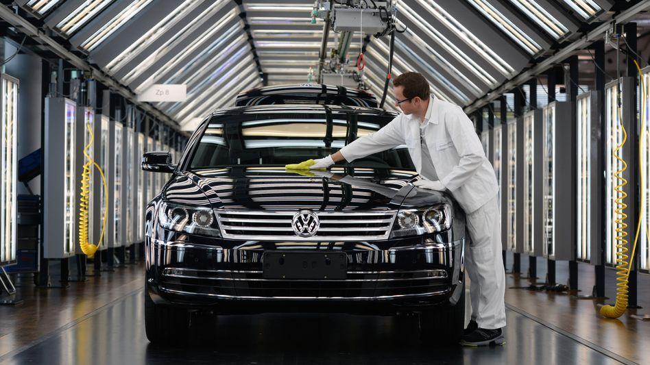 VW-Mitarbeiter in Sachsen: Milliardenverlust nach Abgasskandal