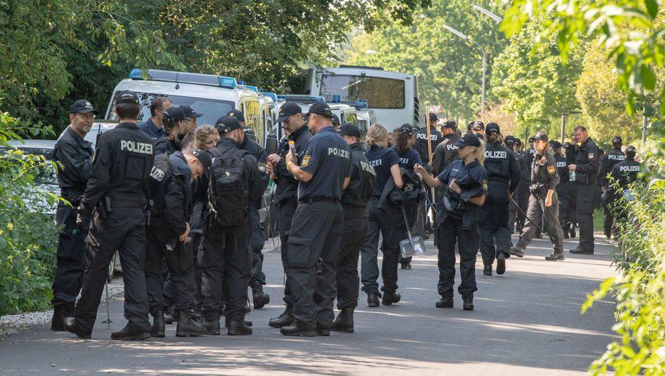 Polizeieinsatz Ende Juli in einem Forst bei München: Verdächtige Blutspuren