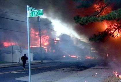 Flugzeugabsturz in Queens: Feuersbrunst am Rockaway