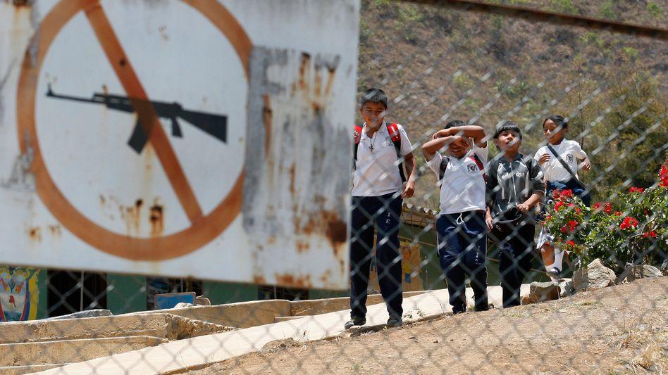 Schulkinder im kolumbianischen Toribío: Kriminelle rekrutieren vermehrt Kinder und Jugendliche
