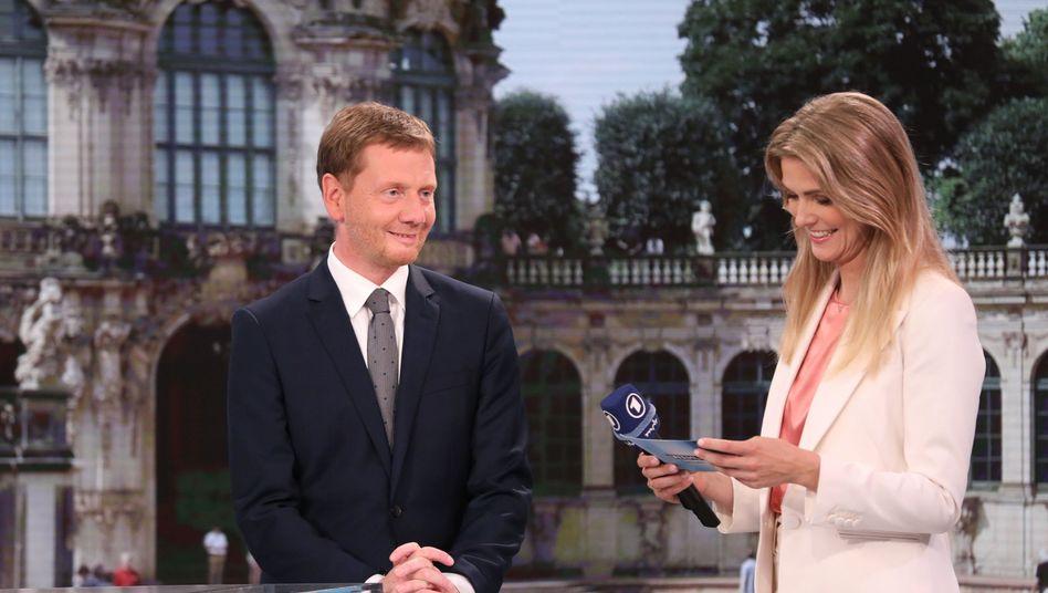 Michael Kretschmer mit MDR-Moderatorin Wiebke Binder