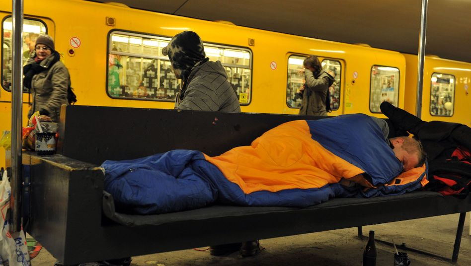 Obdachloser in Berliner U-Bahnstation