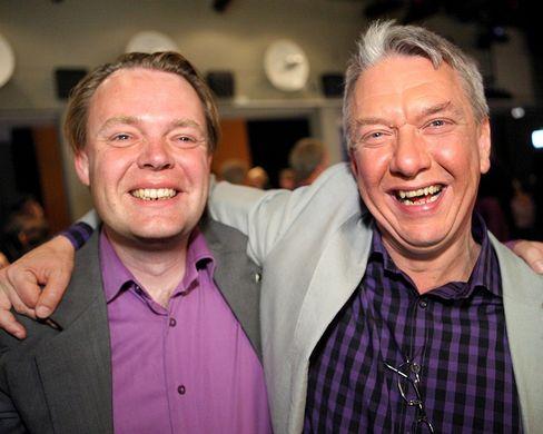 Piratenpartiet-Gründer Rick Falkvinge (links) und Christian Engstrom, erster EU-Parlamentarier der Piraten, am Abend der Europawahl: Geburt einer monothematischen, aber internationalen politischen Bewegung